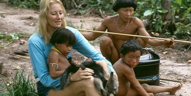 Jean Liedloff avec population indigène